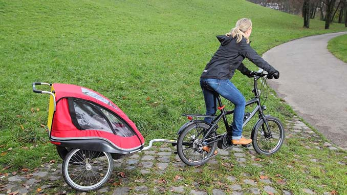 E-Bike_mit_Kinder_Anhaenger
