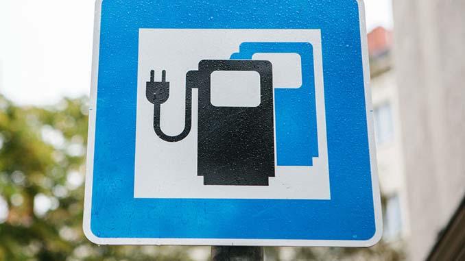 Schild für Aufladestelle für E-Autos
