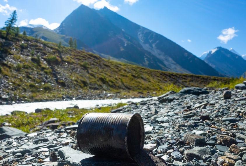 Alu-Dose benötigt eine große Zeitspanne zum verrotten im Gebirge