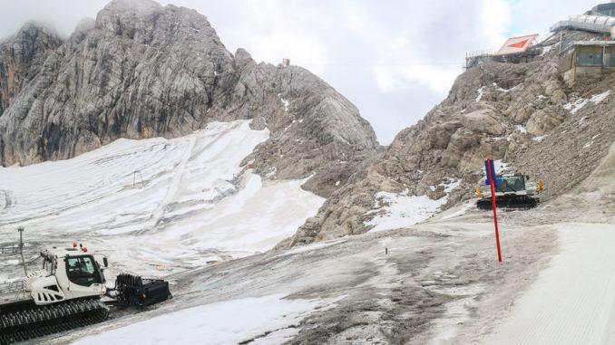 Gletscherschwund auf dem Gletscher mit Pistenraupen